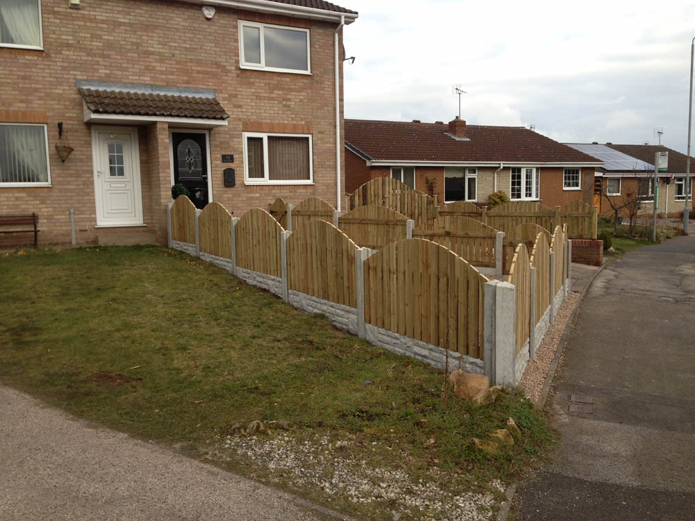 Fencing Worksop / Joiners Worksop - UPVC Plastic and Wooden Fencing - Free Quotes and Guarantees